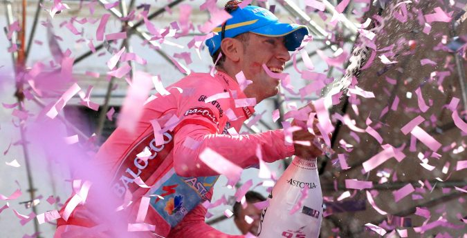 Phil Anderson cycles the Giro d'Italia on a cycling holiday with Phil Anderson Cycling Tours